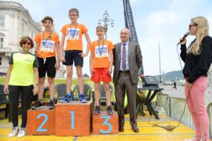 I giovani atleti sul podio